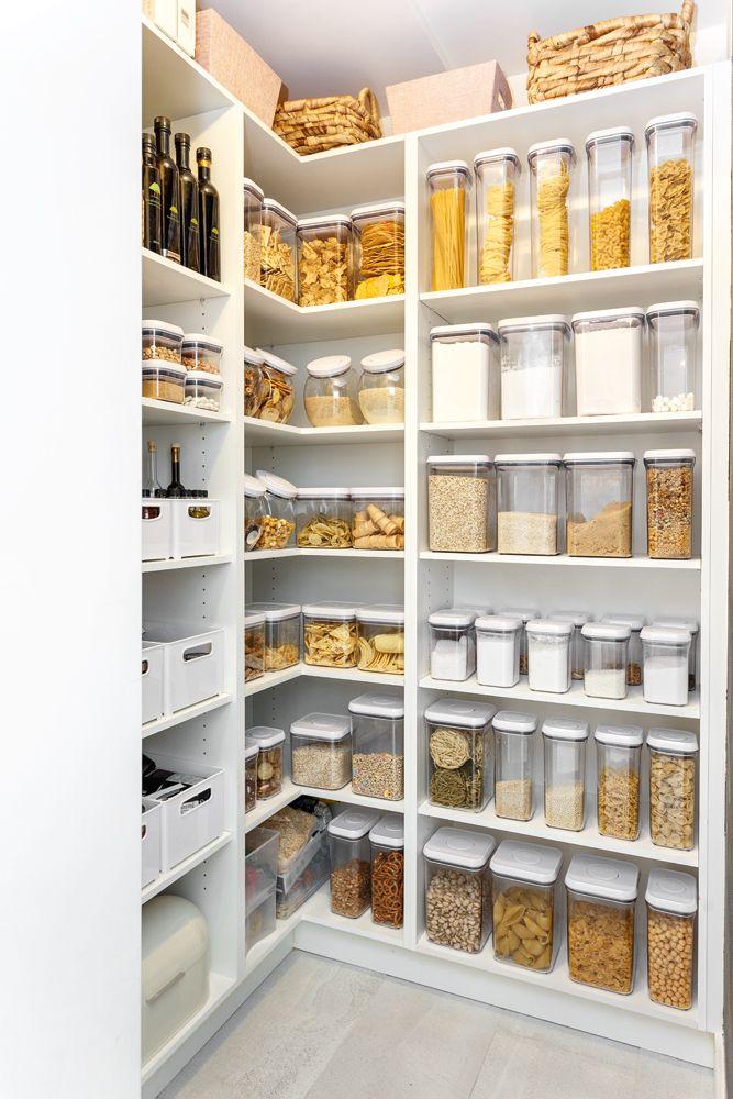 Un Garde Manger Walk In Esthetique Et Organise Je Decore En 2020 Amenagement Tiroir Cuisine Amenagement Garde Manger Rangement Garde Manger