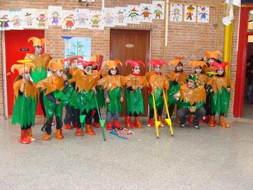 Disfraz Escolar De Arlequín Hecho Con Bolsas De Basura Todo Halloween Bolsa De Basura Disfraz De Angelito Disfraz Bufon