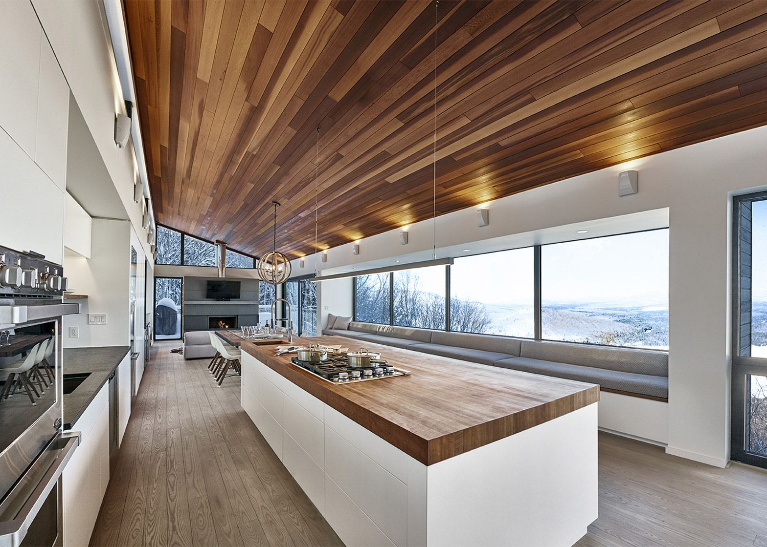 Robitaille Curtis places a ski chalet on a steep slope in Quebec ...