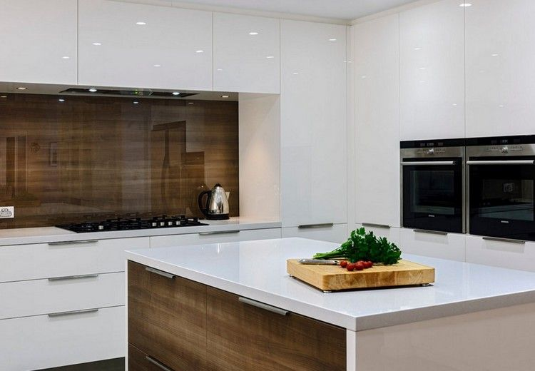 Küchenrückwand aus Holz mit Bedeckung aus Glas | Ideen für ...
