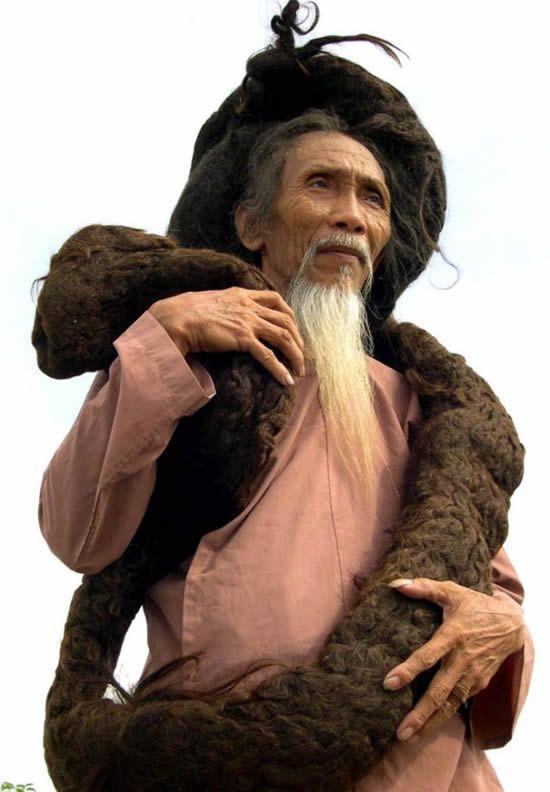 Tran Van Hay The Man With The World S Longest Hair Long Hair Styles Men Grow Hair Worlds Longest Hair