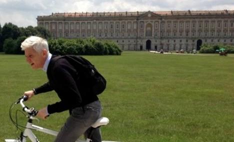 La pioggia copiosa di qualche giorno fa ha fatto cadere l'ennesimo pezzo di Pompei. Una sorta di benvenuto al nuovo Ambasciatore Emanuele Fi...