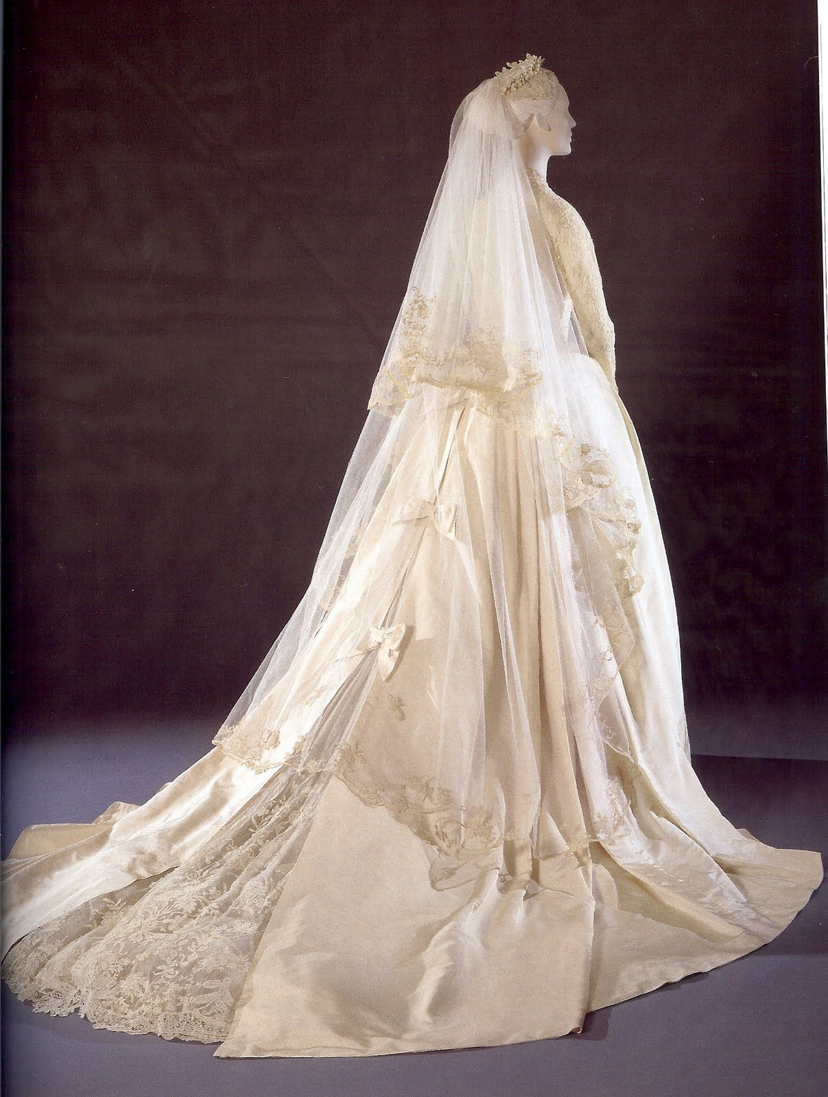 I love love love the back and train of princess kelly 39 s for How to display a wedding dress