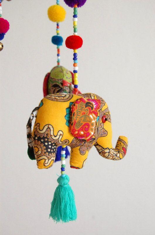Elefanten-Baby-Mobile von TheSmilingSiamese