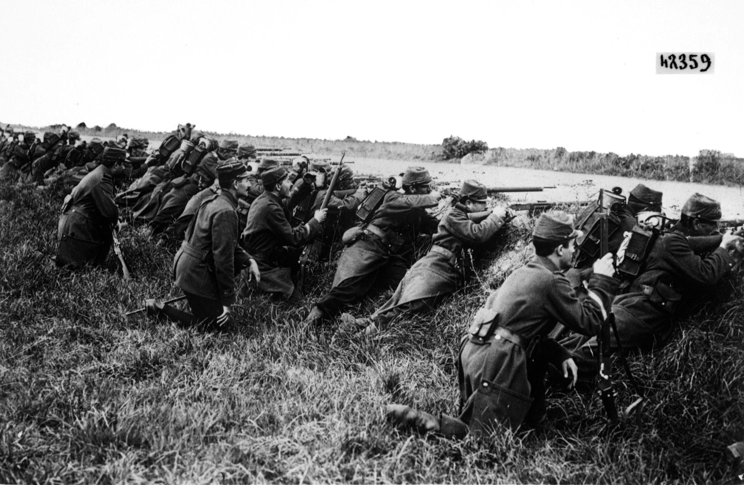 French Soldiers Take Cover During The Battle Of The Marne 1914 World War I World War One World War I Marne
