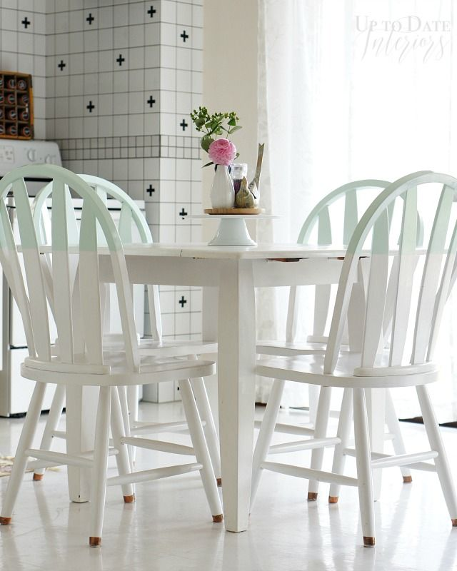 It S So Ugly Cool Kitchen Table Set Turn A Thrifted Find Into Something Amazing Up To Date Interiors