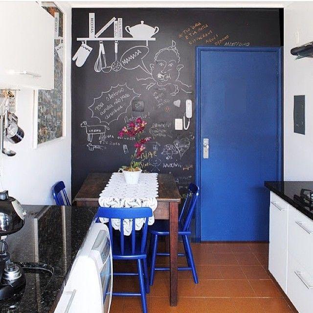 Nós amamos parede de lousa!  #inspiração #decor #instadecor #wall #parede #lousa #tinta #cozinha #homedecor #interiordesign #arquiteturadeinteriores #kitchen #criatividade #weloveit