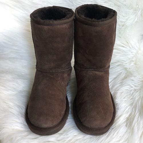 Women's Classic Short Ugg Boots in Chocolate Size 6 https://t.co/CFyO71XPNI https://t.co/52rLbkTDqa