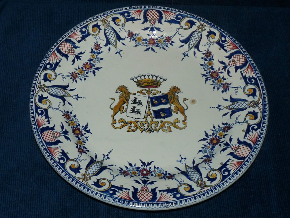 Assiette ancienne en faïence de Gien / Sur un jolie décor camaïeu ...