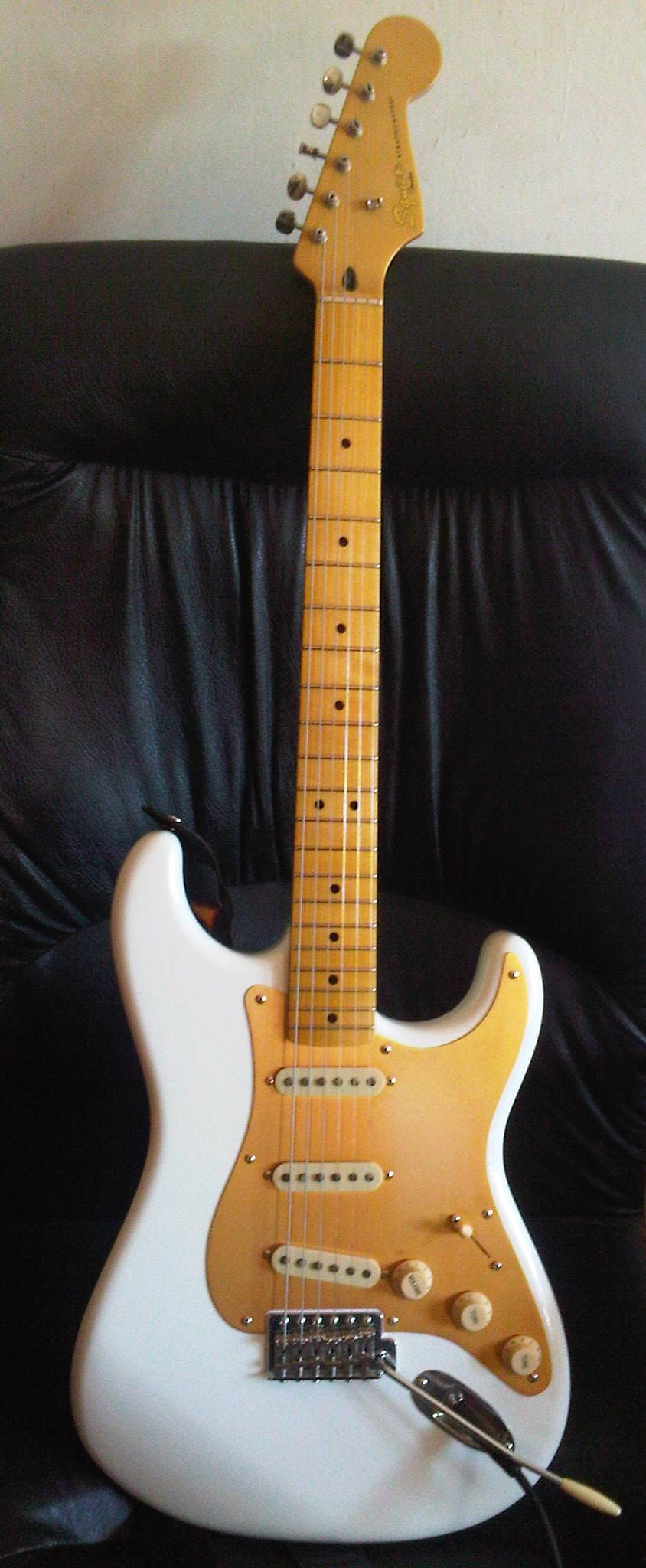 2009 squier classic vibe 50 39 s stratocaster in olympic white w gold anodized pickguard guitars. Black Bedroom Furniture Sets. Home Design Ideas