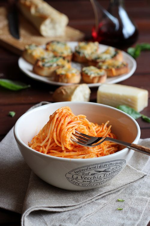 la-food:  Spaghetti with roasted pepper cream and goat cheese -...