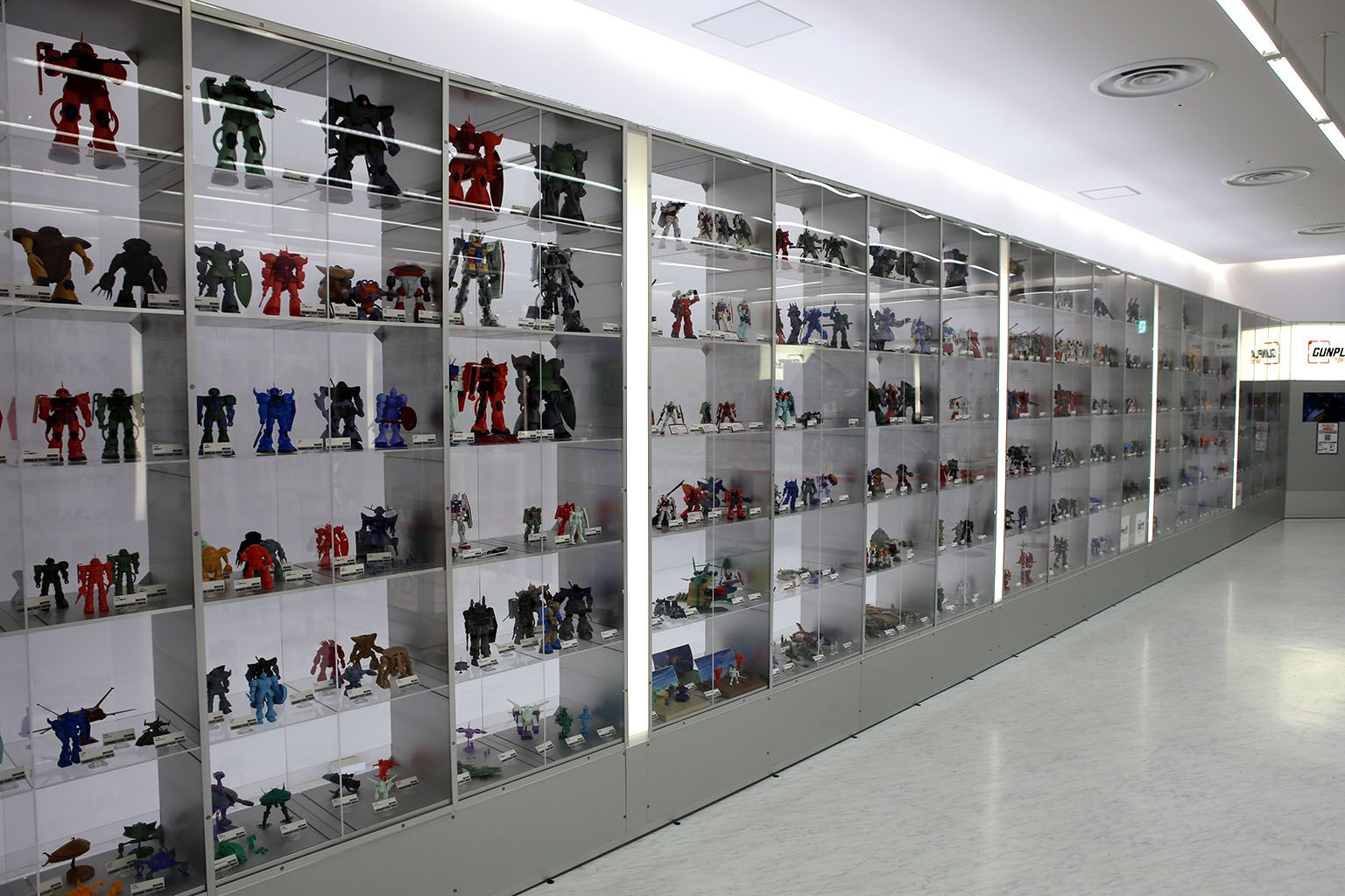 Pin By Pia Saveron On Display Cases For Gundam Displaying Collections House Design Display Case
