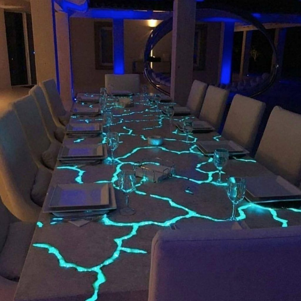 Epoxy Dining Tables Dining Epoxy Tables In 2020 Led Beleuchtung Holzharztisch Led