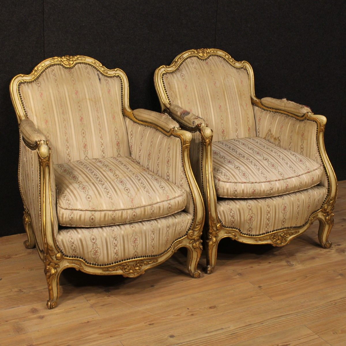 Pair of a French armchairs in Louis XV style. | Mobili antichi ...