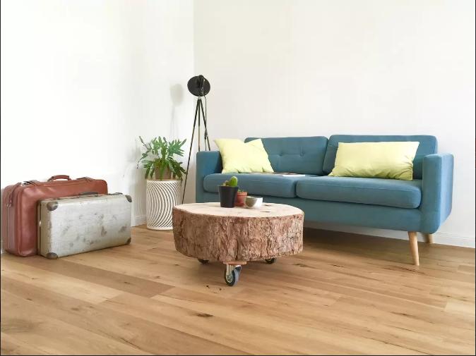 Wunderschönes Berliner Wohnzimmer Baumstamm Als Wohnzimmertisch