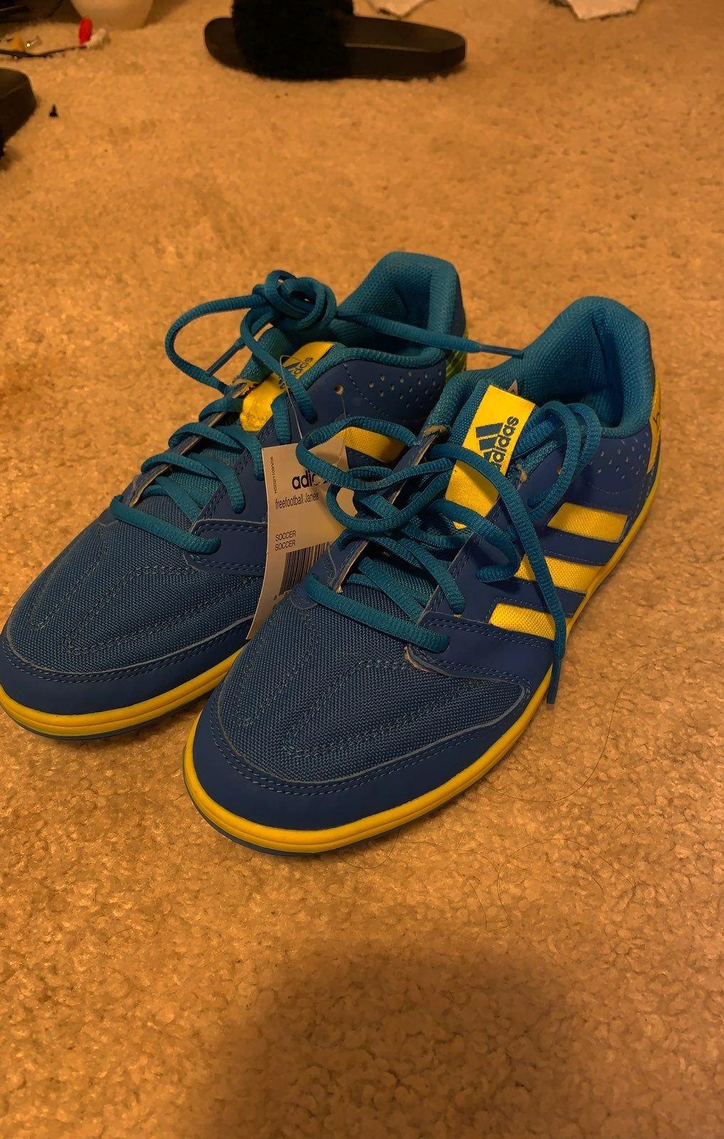 Adidas sneakers men 65 women 85 never worn