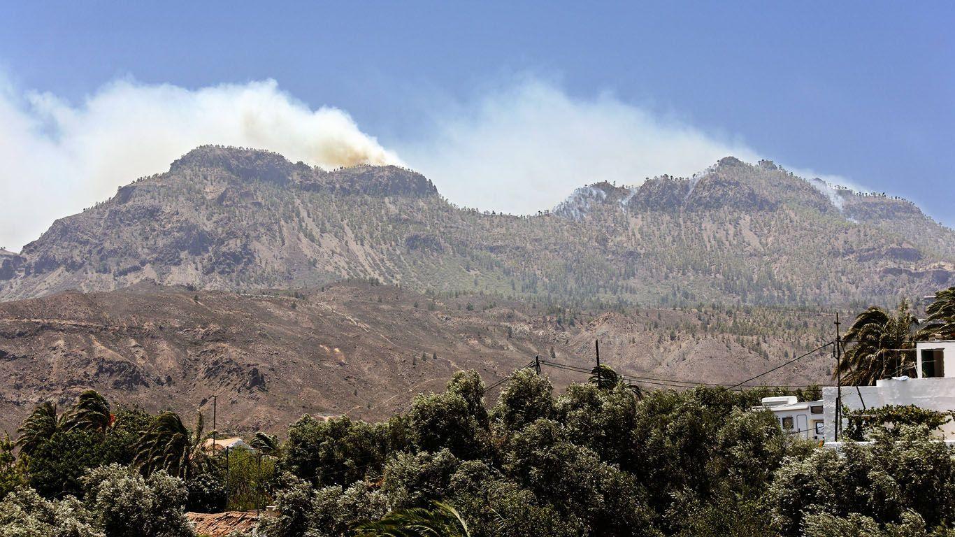 Juli 2007: Waldbrand auf Gran Canaria.Der Waldbrand auf Gran Canaria im Jahr 2007 hatte keinen natürlichen Ursprung: Ein Forstarbeiter gestand, das Feuer aus Wut über seine bevorstehende Entlassung gelegt zu haben. Der vorsätzlich ausgelöste Waldbrand war der größte seiner Art in der Geschichte der spanischen Insel und vernichtete eine über 3.500 Hektar große Landfläche. Als der 37-jährige Brandstifter die Ausmaße seiner Tat sah, alarmierte er selbst die Feuerwehr. Vor allem für die Umwelt…