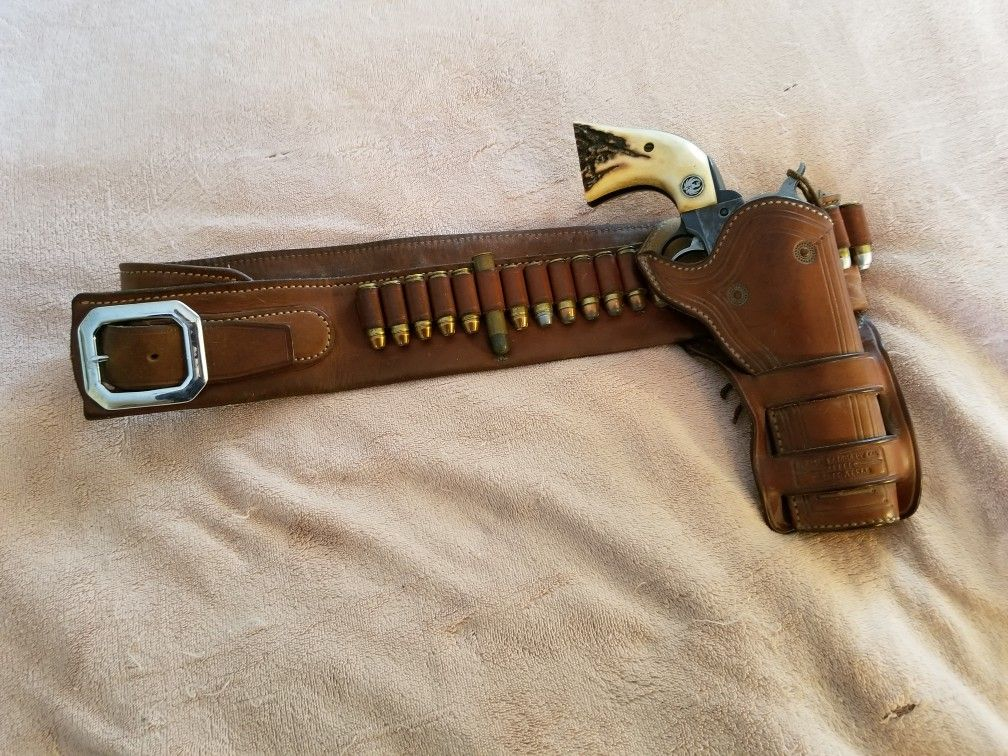 Ruger Vaquero and an El Paso Saddlery Belt and Holster flip