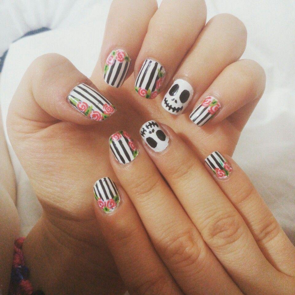 Uñas Halloween  El extraño mundo de Jack  #NailsSophia #nails #uñas #HalloweenNails #Halloween #Black #White  #NailsSophia #nails #uñas #lines #black #white #nailart #nailswag #naildesign #nail #naildesigns