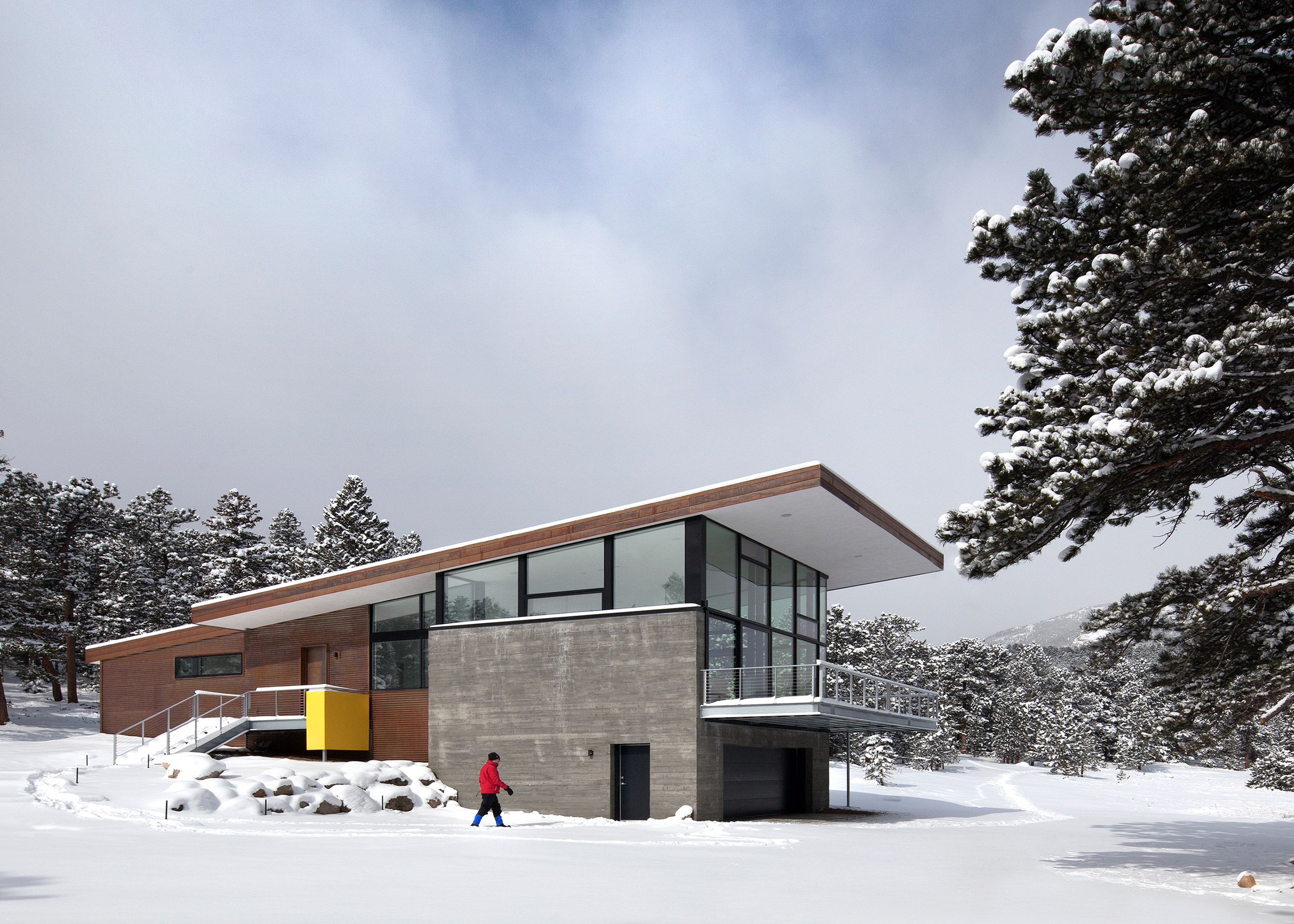 Arch 11 Completes Rocky Mountain Home Atop A Concrete Plinth Colorado Mountain Homes Mountain Home Architecture