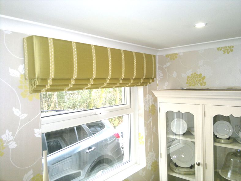 Lovely hard padded pelmet with pull cord Roman blind.