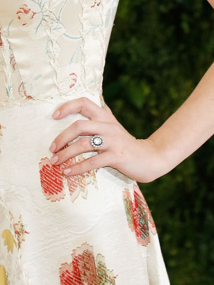 Anna Wintour's Daughter Has the Prettiest Engagement Ring via @WhoWhatWear