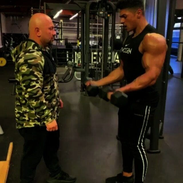#gymfitnessindustry #bicepsworkout #andreideiu #ofworkout #questions #tobiceps #workout #related #fi...