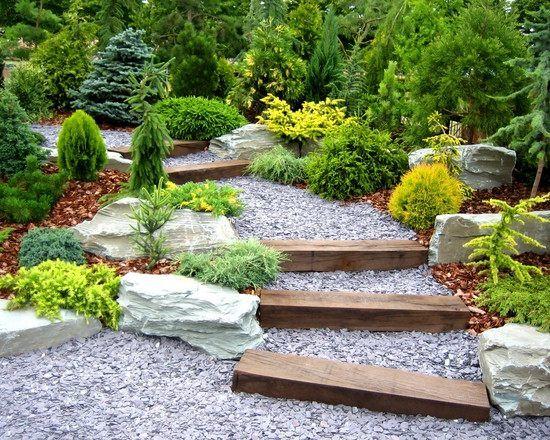 garten-wege gestalten-kies holz-treppe bepflanzung | Garten ...