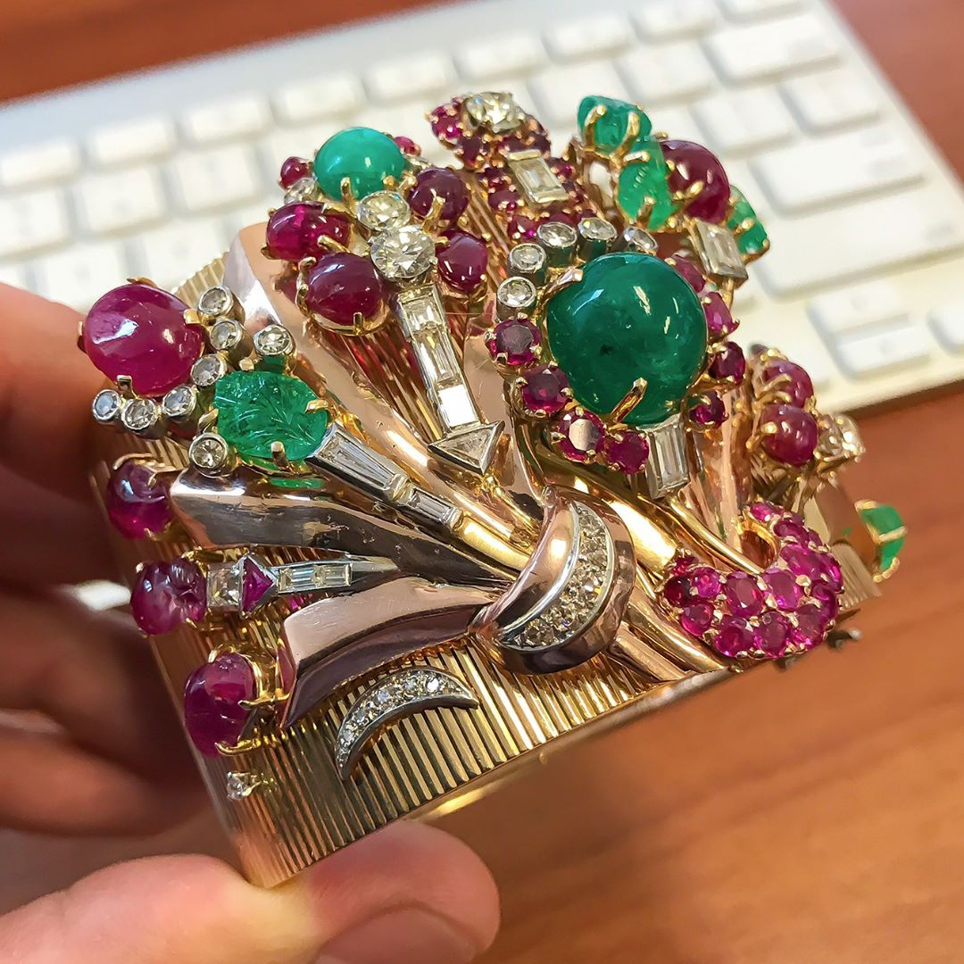 712cc7b6a ... with cabochon and carved rubies and emeralds as well diamonds of  various shapes and sizes. Coming up for auction this Spring at Dupuis' Important  Jewels ...