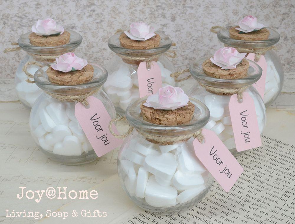 Wonderbaar Glazen potjes met snoephartjes, label eigen tekst en een roosje GC-12