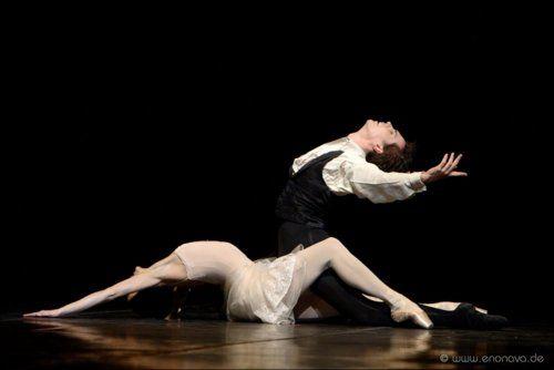 Joëlle Boulogne and Alexandre Riabko in John Neumeier's La Dame aux Camélias.    Photo (c) Enrico Nawrath.