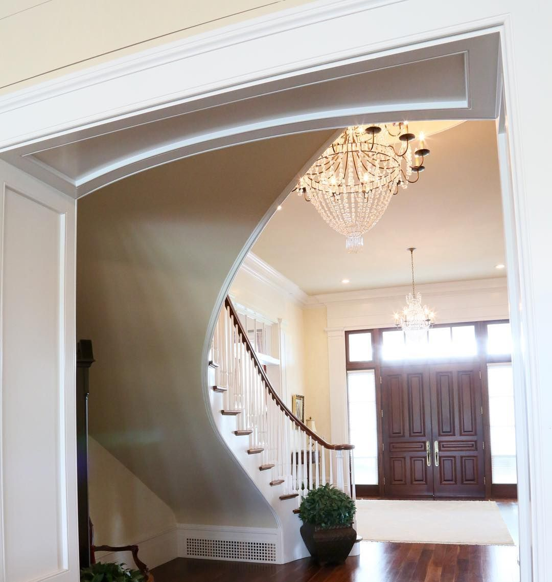 Lovely Floating Curved Staircase The Ceilings Are 13 Down And 11 Up