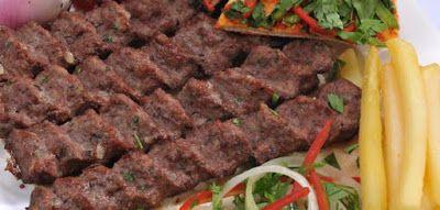 يعتبر تتبيل اللحوم للشوي من اهم الاعمال الواجب عملها عند عملية الشوي فوائد تتبيل الكباب Spicing Kebabs ي Kebabs On The Grill Food Food Videos Desserts