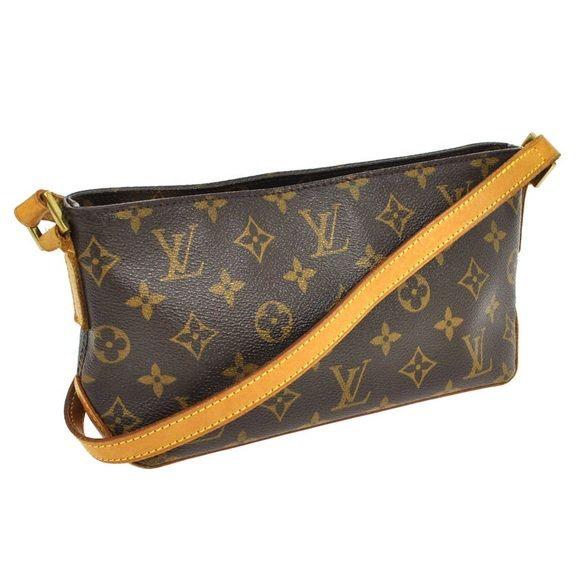 2524113e7aa4 Louis Vuitton Cross body bag Louis Vuitton Trotteur Cross body bag. This is  a classic