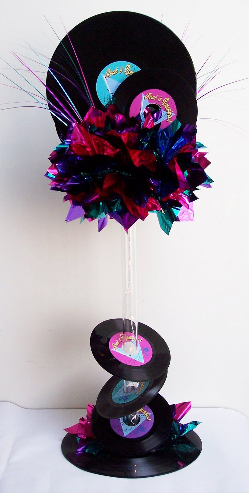 A really fun centerpiece using 45 and 33 records let 39 s for Vinyl record decoration ideas