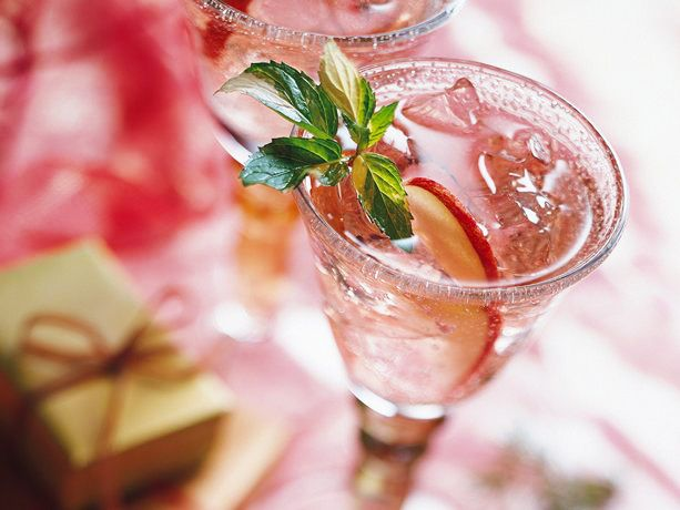 Crisp and sparkling the Noel Spritzer heralds the season in style. Bubbly, fresh, and light, this festive drink is the perfect thing to serve at your holiday mixer. To prepare a Noel Spritzer: 1 pa...