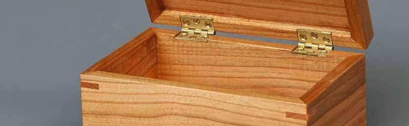 Kistje van kersenhout