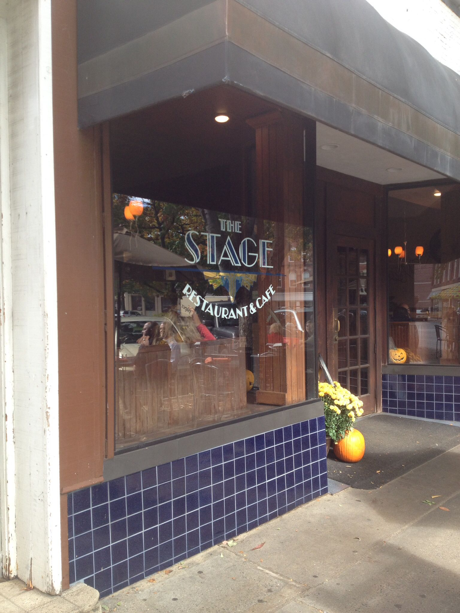 Stage Restaurant Downtown Main Street Keene Nh Sidewalk And