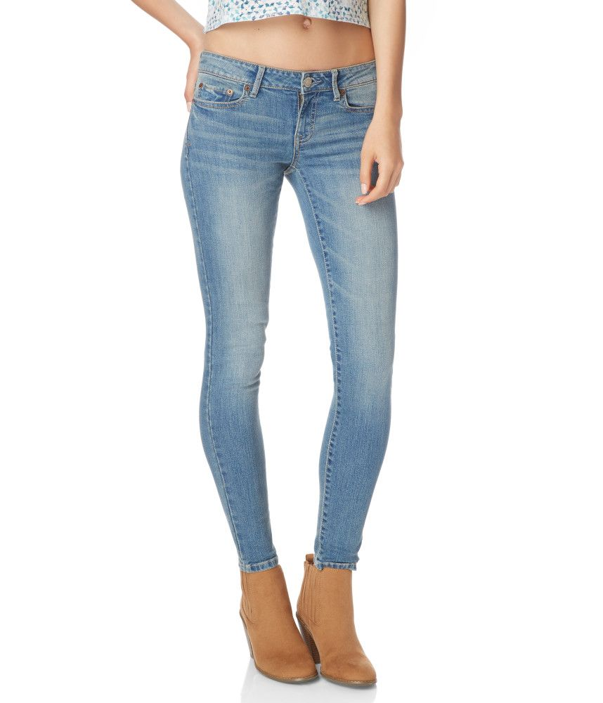 Jeggings, on the other hand are designed in a way that they resemble tight jeans. The stitching is such that there are fake pockets and a fly front. Moving on, leggings are usually made of softer material when compared to jeggings, which are skin tight stretchy denim.