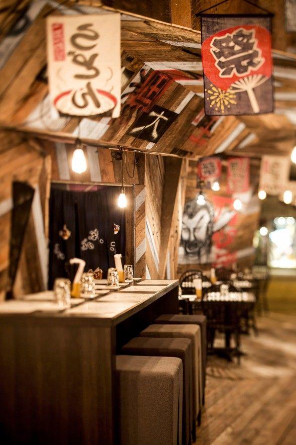 Izakaya Kinoya - Un restaurant à Montréal qui a un décor