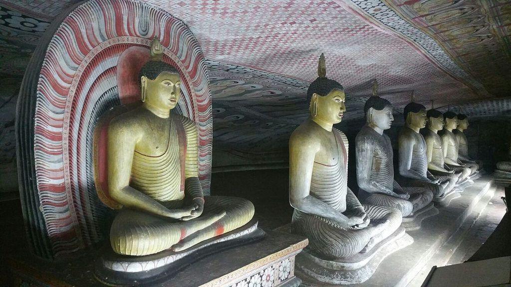 PERIPLOS en Sri Lanka 2016 #viajes  Estatuas de Buda