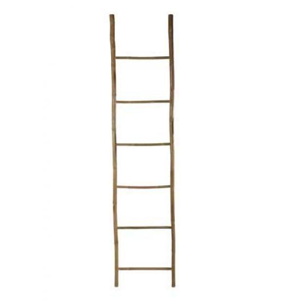 Ideel håndklædeholder i bambus.  Stigen har 6 trin og er 220 vcm. høj Bemærk - er ikke en reel stige - men er kun til dekoration og håndklæder e.l. Kan kun hentes i butikken v. Aarhus - kan ikke sendes - grundet længden  Naturfarvet, b.: 50 cm, h.: 220 cm. Bambus, dekorationsgenstand  Varenummer KL0108