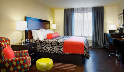 aria king guest room at the maxwell hotel the palette. Black Bedroom Furniture Sets. Home Design Ideas