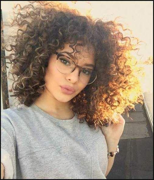 Sehr Hubsche Kurze Schnitte Fur Lockiges Haar Frauen Club Frisuren Einfache Frisuren Hair Styles Curly Hair Styles Curly Hair Styles Naturally