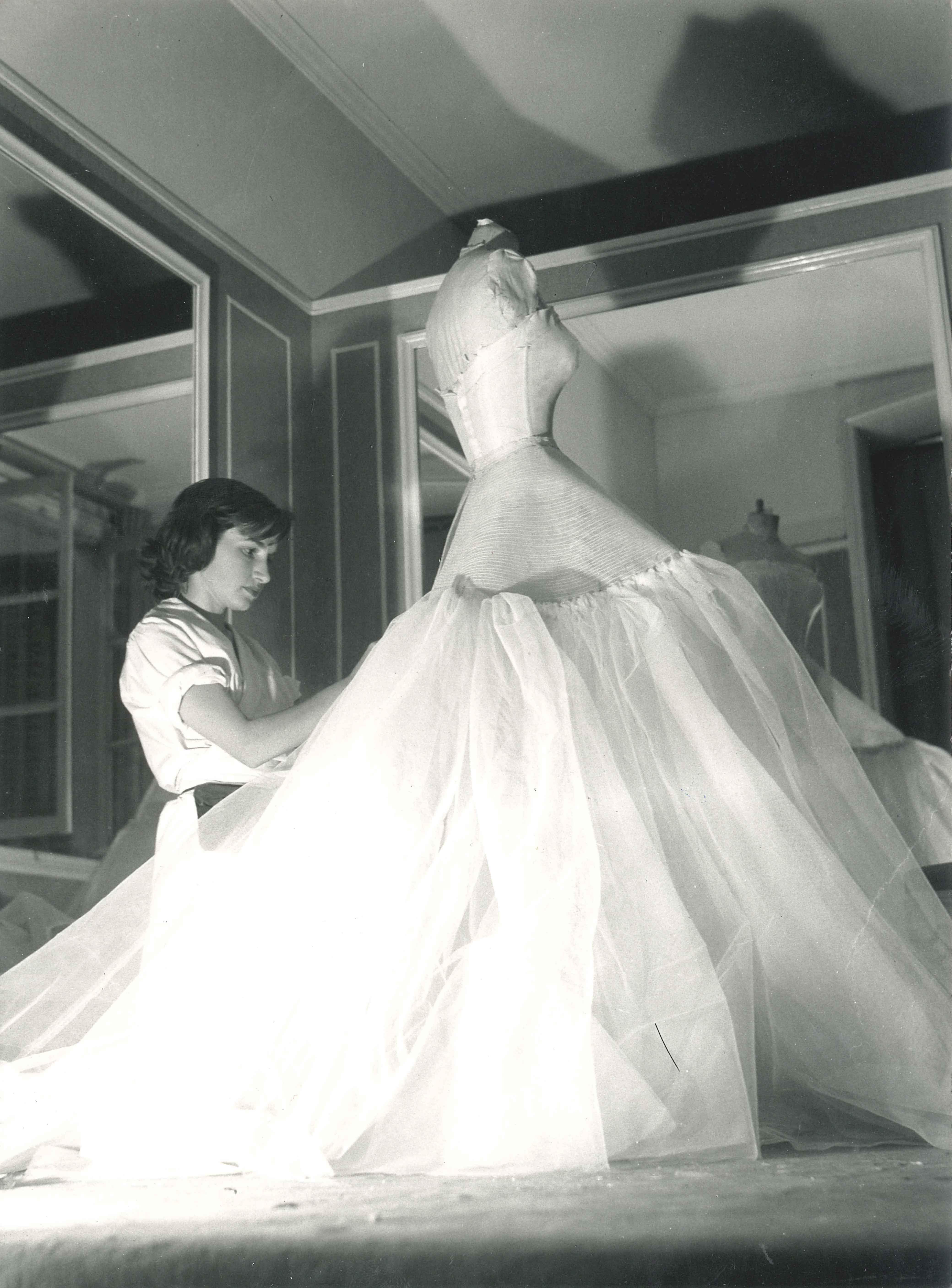Dior atelier, circa 1950. | Fashion atelier | Pinterest ...