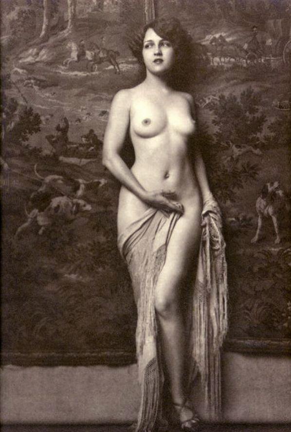 Italian selen naked vagina