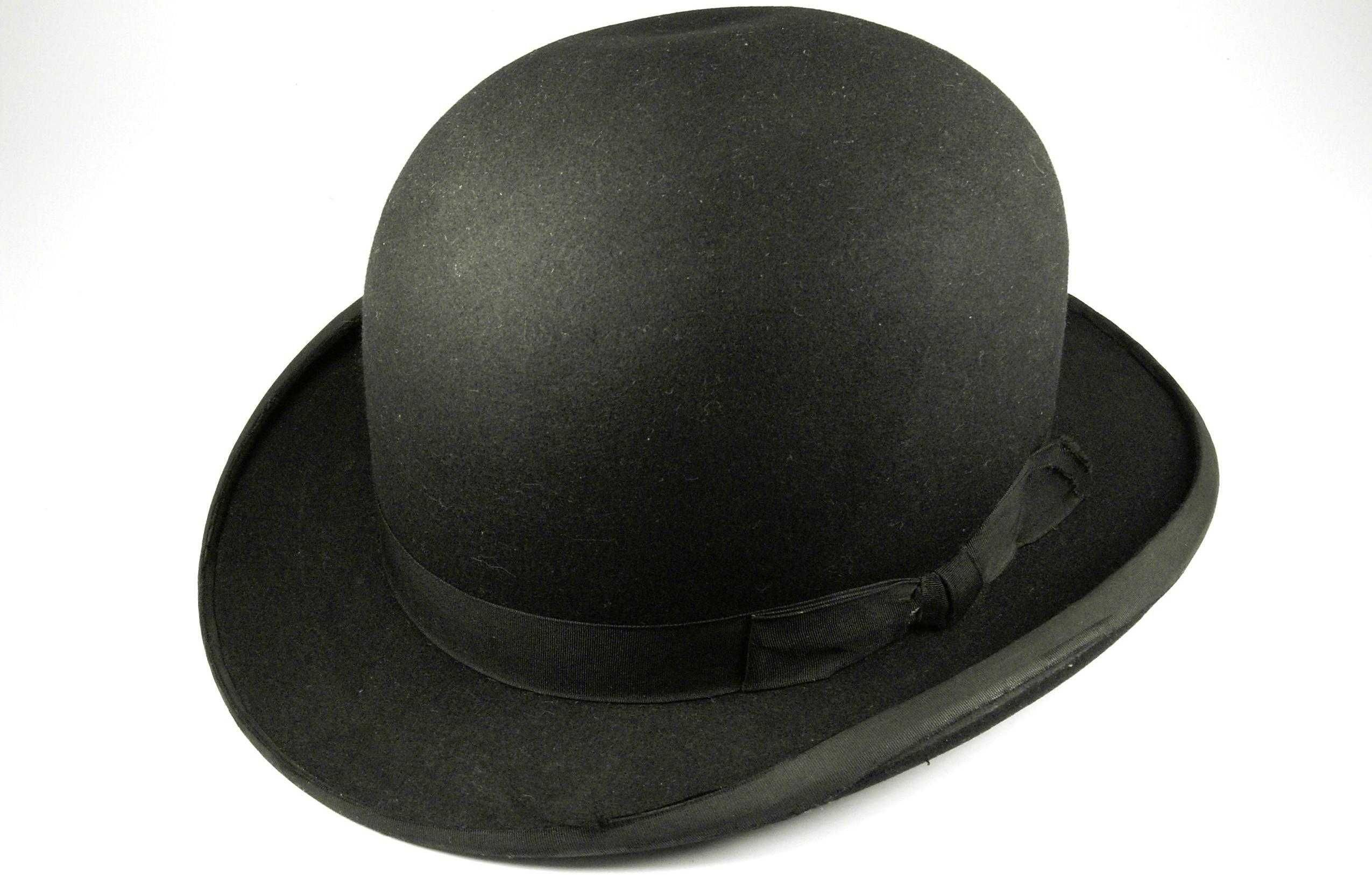 f138ba78f2b266 bowler hat, wear best with bow tie instead of tie | Kentucky Derby ...