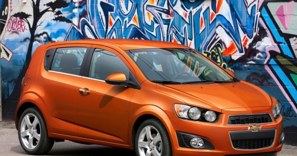 2016 Chevrolet Sonic Hatchback Front Right Quarter Photos