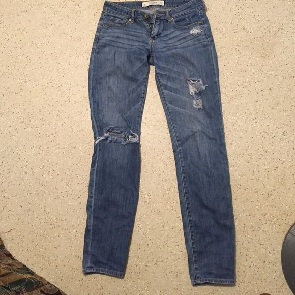 Abercrombie & Fitch jeans Abercrombie & Fitch jeans, they say theyr skinny but they've always been a straight leg for me, the rips came with the jeans but over time the rip on the knee has opened. Questions? Pls ask:) Abercrombie & Fitch Jeans Straight Leg