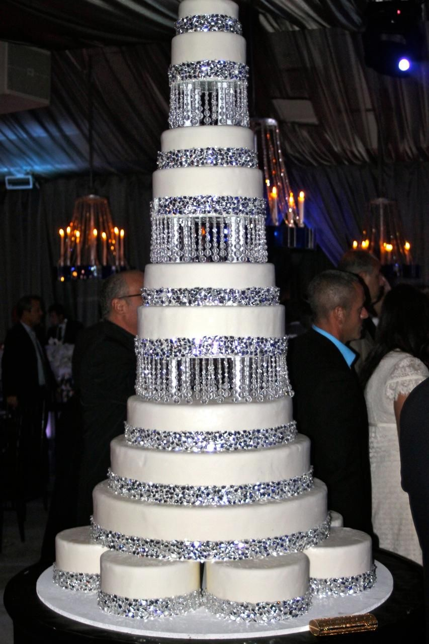Let\'s Talk about Bling, Baby | Bling wedding cakes, Bling wedding ...